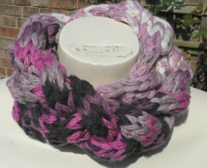 finger knitted cowl