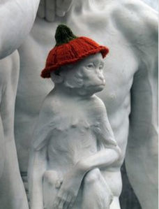 hat yarnbombing