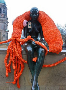 squid yarnbomb